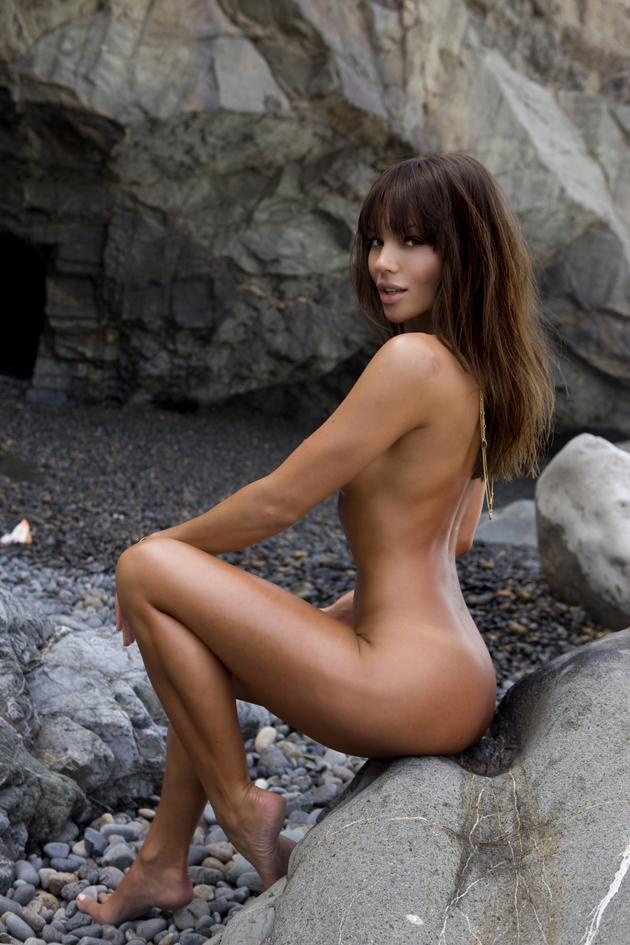 lara gut nude