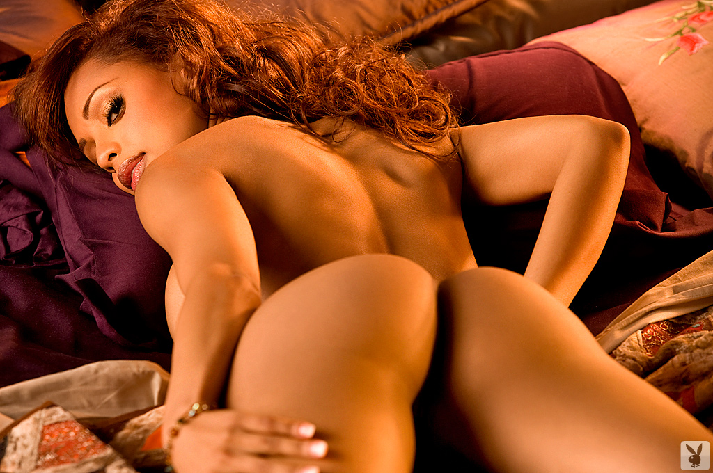 avid latin chick splitting for brunette with small love muffins